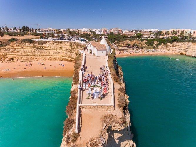 Heiraten an einer der beeindruckendsten Klippe an der Algarve Portugals. Deine Traumhochzeit an der Algarve.